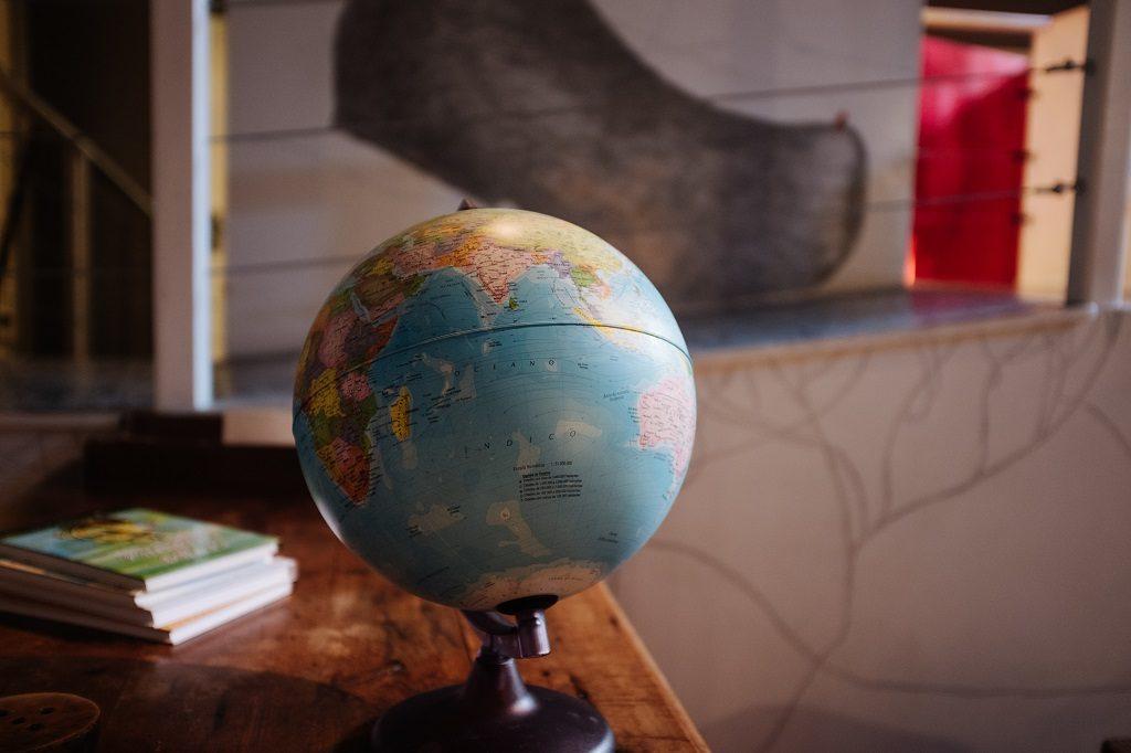 社会科の地理的分野をイメージした地球儀の画像