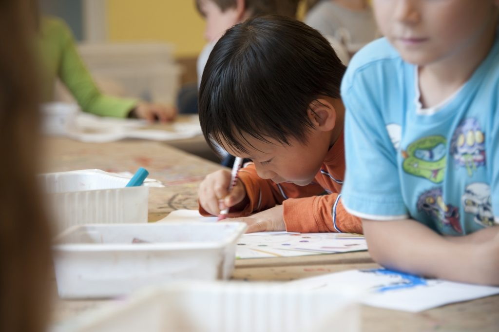 個別指導塾で学ぶ生徒さん達のイメージ画像