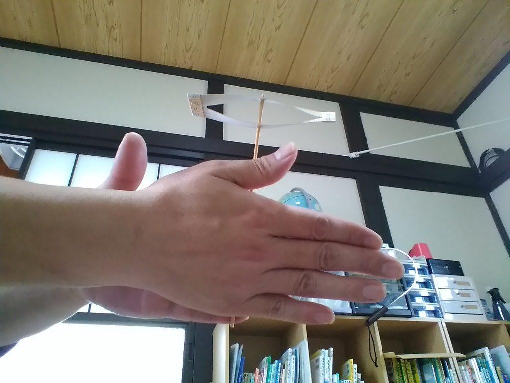 紙トンボの飛ばし方1